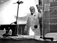 六旬洋教授直播化学实验走红 超过200万粉丝观看
