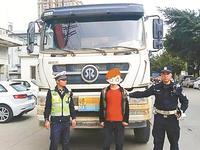 """开车""""吊行""""执法人员狂飙数千米 司机被刑事拘留"""