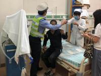 男子被蛇咬伤 江门两地交警接力救助