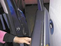 停车位被开发商私自改划线 业主:车门无法打开