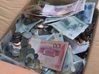 女老师离职获赔收15000枚硬币