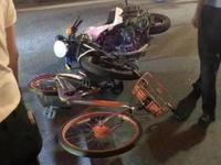 网传汕头交警执法用单车扔摩托车致车祸 官方回应