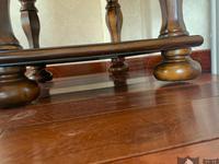 买床头柜发现四个柜脚长短不一 商家:这不是质量问题