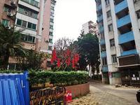 广州一旧楼加装电梯遭邻栋业主反对 施工现场起冲突