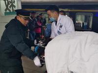 孕妇火车上意外临产