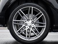 网友投诉本田思域汽车轮胎掉皮 质保期内轮胎更换被拒