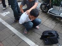 男子顺手牵羊偷走电动车骑回家 广州警方1小时抓获