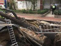 广州市海珠区东晓南路发生地陷 过往车辆请绕行