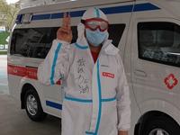 武汉解封首日 一爱心司机提供24小时志愿接送服务