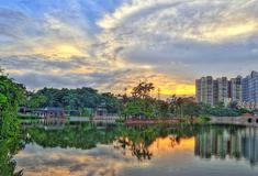 荔湾湖是老城的一方休闲空间,承载着两千年的广州故事。