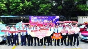广州公交集团组织出租车爱心车队,为有困难和需要的考生提供送考服务。信息时报记者 康健 摄