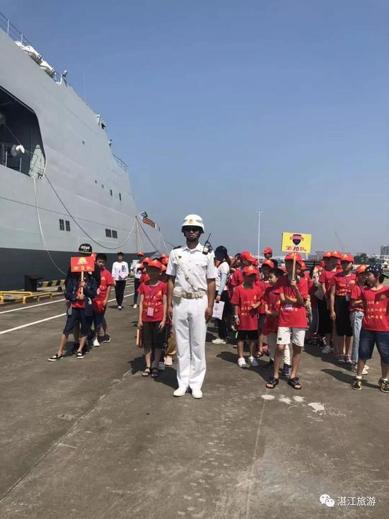 湛江小记者参观军舰