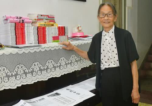 八旬老人退休后投身公益 曾连续8年资助学生上学