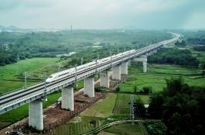 检测列车运行在江湛铁路线。通讯员供图