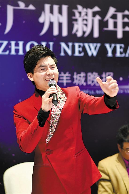 青年男高音歌唱家李白
