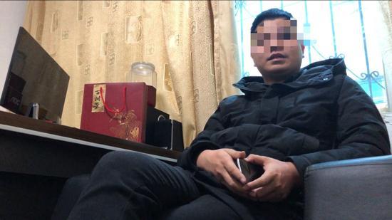 电话威胁记者的仁怀市维怀酒业销售有限公司秦姓负责人。