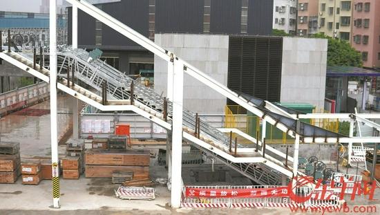 西塱站增设电梯工程正在进行中