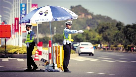 航展首日,交通顺畅,珠海交警全警上路疏导交通