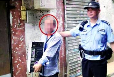警方成功抓捕嫌疑人(左)。信息时报记者 梁钜聪 摄