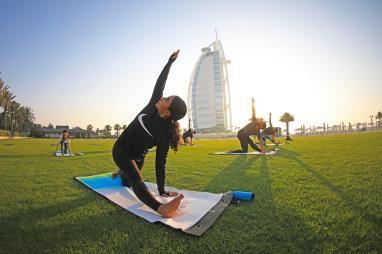 迪拜旅游局首席执行官Issam Kazim与中国现场直播连线