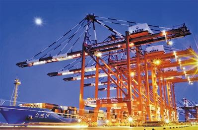 南沙港夜晚璀璨的灯光。广州日报全媒体记者 黎旭阳 摄