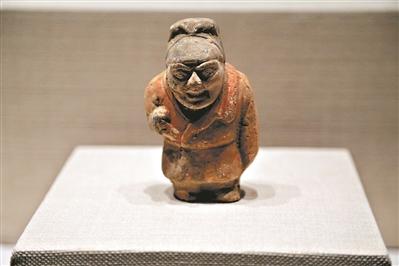 二级文物唐代仁陶彩绘男俑