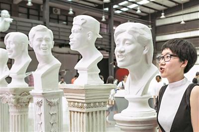 """""""表情包""""系列雕塑让人忍俊不禁。"""