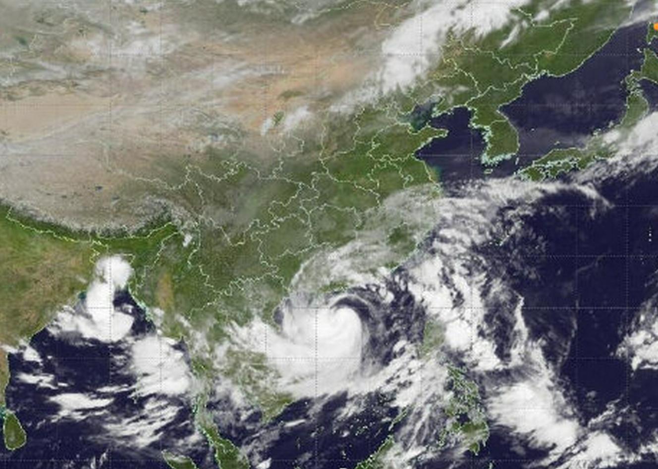 台风圆规来袭 广东迎来狂风暴雨