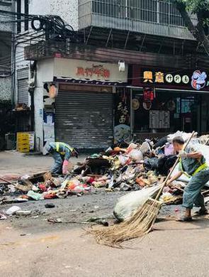 """广州全力清走""""山竹""""吹出的垃圾"""