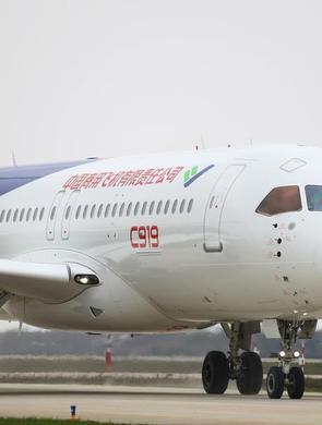 中国C919大型客机105架机复工