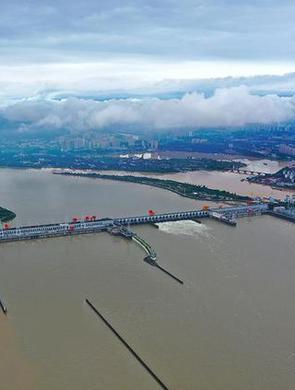 葛洲坝水利枢纽工程开闸泄洪