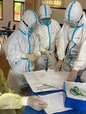 中国医疗专家组在老挝赢得人心