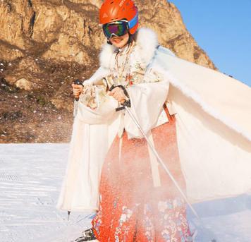 龙少的围脖:穿着汉服来京郊雪场