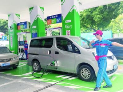 全国首座智慧油站亮相天河 汽车刷脸可快速付款加油