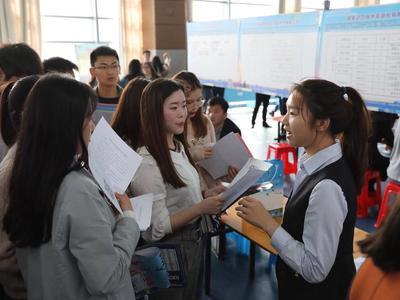 广东高校毕业生月薪平均超4000元 超八成选择珠三角