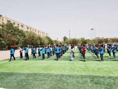 """伽师县第二中学掀起了一股""""咏春热""""。受访者供图"""