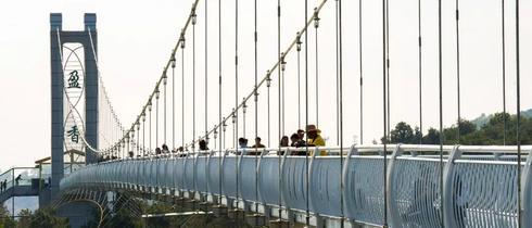 """""""珠三角九寨沟""""上的玻璃吊桥"""