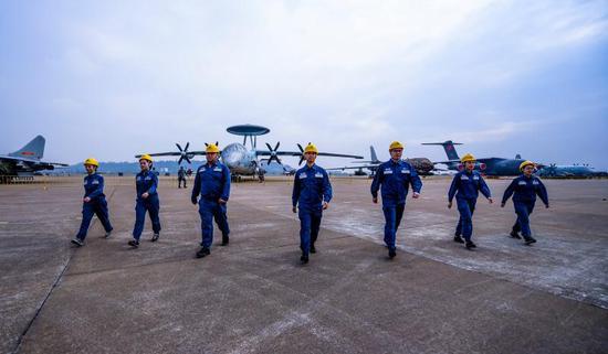 为确保第十二届航展重要场所用电安全可靠,南方电网广东珠海供电局增加提供电力总容量达32740千瓦,相当于满足4万台空调冰箱同时用电。周东兴 摄
