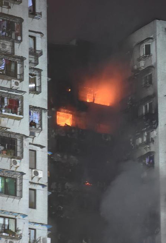 重庆一栋30层居民楼发生火灾