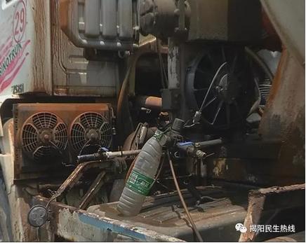 揭阳一水泥车行驶中起火 行车记录仪拍下燃烧过程