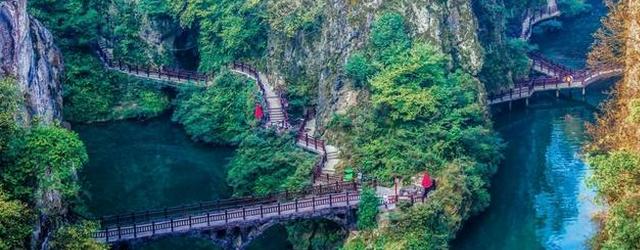 贵州奇异古桥令人出汗