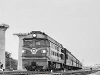 厦深铁路汕头联络线首段启用 迎来首列普速客车