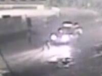 珠海:的士凌晨撞飞路人 都是车灯惹的祸