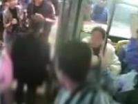 广州:醉汉闹公交 抢司机方向盘欲控车辆