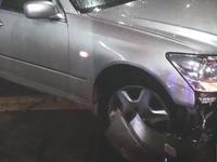 深圳醉驾司机开车撞上交警门柱