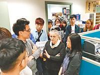 香港大学生为抵制普通话 冲进办公室恐吓老师(图)