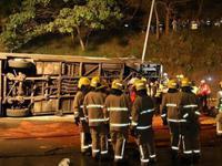 香港巴士侧翻事故司机被捕 死伤者主要伤及头部(图)