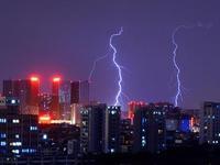 广州昨响今年第一声春雷 今天雨势更明显仍伴有雷电