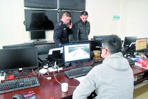 民警在研判监控视频。