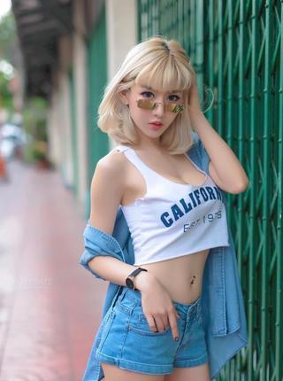 泰国最迷你网红身材性感火辣